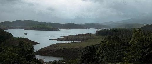 banasura sagar dam Banasura sagar dam across the karamanathodu river, a tributary of river  kabini, in kalpetta, is considered to be the largest earth dam in india and the  second.