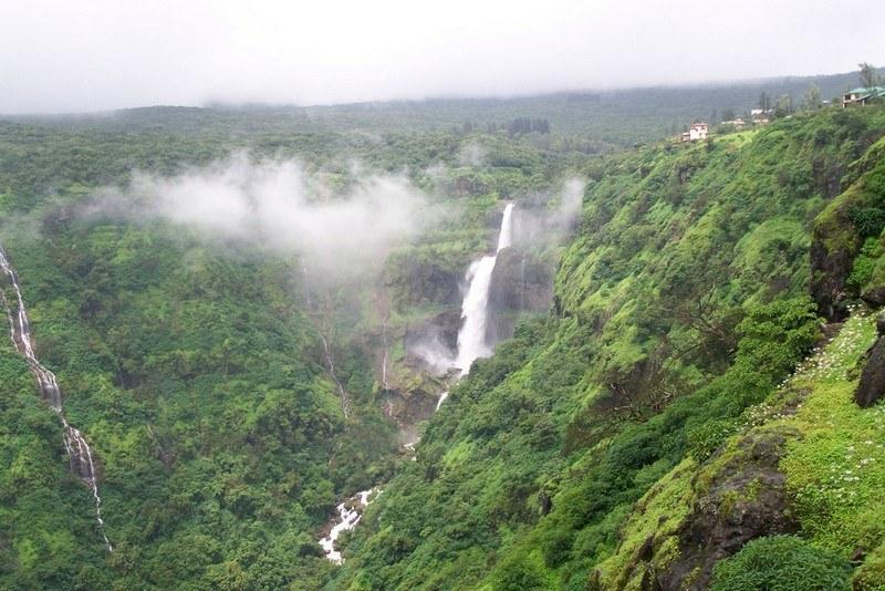 12 Best Waterfalls In Maharashtra