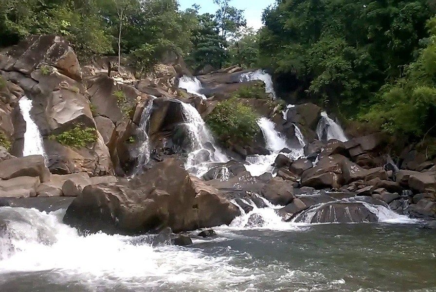 Polluru Waterfalls / Mothugudem Falls