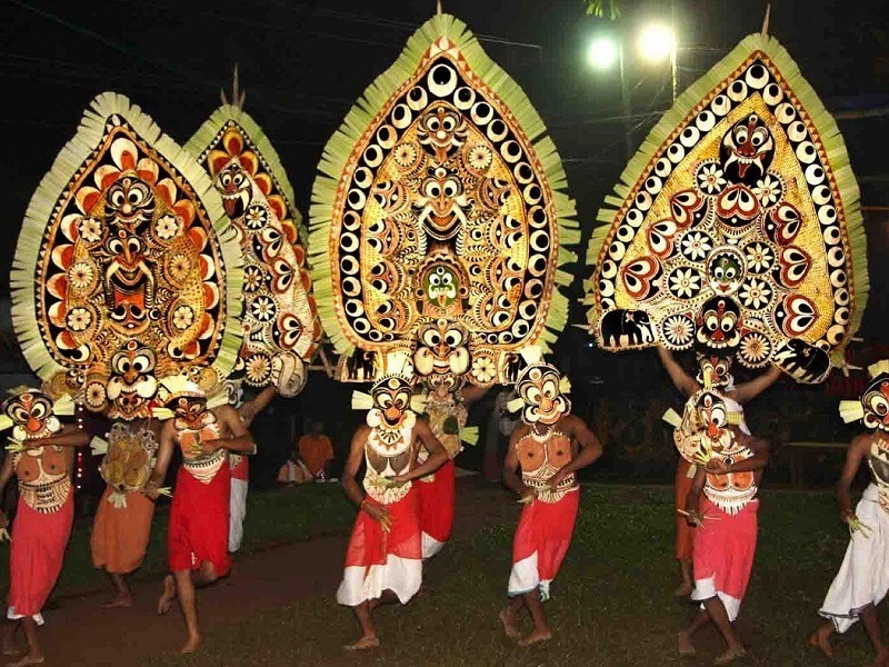 Kadammanitta_Padayani