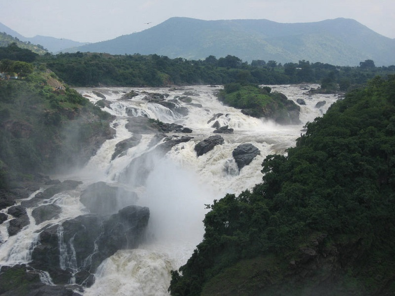 This image has an empty alt attribute; its file name is Shivanasamudra_Falls_Main.jpg